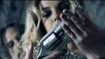 Britney Spears gây sốc với cảnh nóng trần trụi
