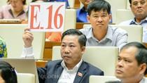 Đại biểu Lưu Bình Nhưỡng không đồng ý với báo cáo của Bộ trưởng Nguyễn Văn Thể