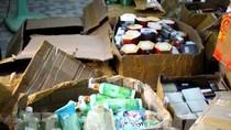 Tạm giữ nhiều thùng mỹ phẩm không có nguồn gốc, xuất xứ rõ ràng