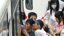 Nạn móc túi trên xe buýt không chỉ hoành hành ở Hà Nội
