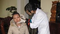 Cô gái bị  xăm rết lên mặt đã ra Hà Nội để phẫu thuật