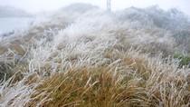 Nhiệt độ xuống âm 2 độ C, nước đóng băng trên đỉnh Mẫu Sơn