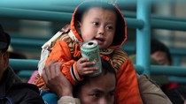 Quá tải cáp treo chùa Hương vì có trên 50 nghìn người ùn ùn trẩy hội
