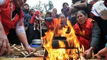 Chuyện Khó tin: Xem người Hà Nội thi thổi cơm bằng bếp rơm rạ