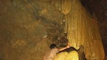 Sửng sốt: Vẻ đẹp huyền ảo tại hang động trên đèo Áng Toòng (Bắc Kạn)