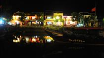 Chùm ảnh: Nhịp sống phố cổ Hội An về khuya