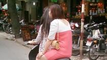 Nhiều thanh niên chạy môtô không mũ bảo hiểm ở Hà Nội