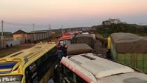Clip: Hàng nghìn xe ôtô kẹt cứng trên quốc lộ 14 giữa đêm khuya