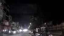 Video: Thiếu nữ thờ ơ khi gây tai nạn, trên tai vẫn đeo headphone