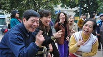 Góc ảnh độc giả: Thú vị lớp học Yoga Cười bên hồ Hoàn Kiếm, Hà Nội