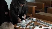 'Chợ' mua bán điểm tràn lan học đường Nga