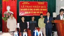 Gần 700 suất quà tết đến với bà con nghèo, những người có công thị xã Phú Thọ