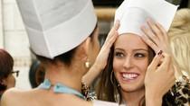 Thí sinh Hoa hậu Hoàn vũ học nấu ăn