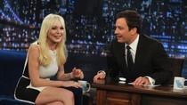 Lindsay Lohan cười lúng liếng trò truyện đêm khuya với Jimmy Fallon