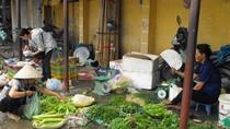 Nguồn cung dồi dào, rau xanh giảm giá đến 50%