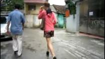 Video: Diễn viên Hồng Hà gạt máy ảnh phóng viên khi bị ghi hình