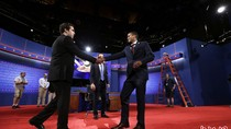 """2 sinh viên """"đóng thế"""" tranh cử Tổng thống Mỹ tranh luận trực tiếp"""