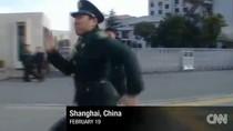 """Video: Lính Trung Quốc rượt đuổi phóng viên CNN """"quay trộm"""" ổ hacker"""