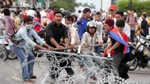 Biểu tình hậu bầu cử Campuchia bùng phát thành bạo lực, 1 người chết