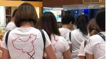 Hoàn Cầu nói gì về vụ du khách Trung Quốc mặc áo in lưỡi bò đến Cam Ranh?