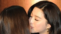 Phát sốt vì nụ hôn đồng giới của Băng Băng, Triệu Vy, Bá Chi