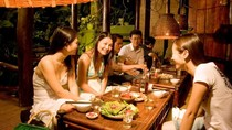 Đi ăn mà gói đồ ăn thừa mang về liệu có bất lịch sự?