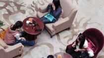 Sinh viên Trung Quốc lén lút đi bán trứng ở 'chợ đen'