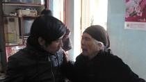 Ôsin bị tra tấn: Mẹ liệt sỹ 95 tuổi lại một lần nữa khóc con