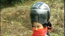 """Ảnh cực """"độc"""" về những chiếc mũ bảo hiểm có 1-0-2 ở Việt Nam"""