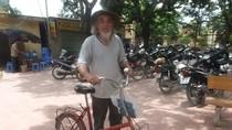 Cụ ông đạp xe hơn 150km tiếp sức cho các cháu nội ngoại đi thi