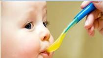 Trẻ sơ sinh ăn gì tốt nhất?