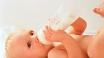 Rủi ro nghiêm trọng khi bé uống nhiều sữa mỗi ngày
