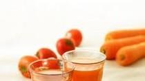 Đừng cố ép con uống nhiều nước hoa quả