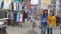 Người Hà Nội đẩy người đi bộ xuống đường để chiếm vỉa hè bán hàng (P1)