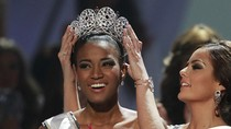 Khoảnh khắc đăng quang của tân Hoa hậu Hoàn vũ