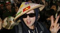 Westlife thân thiện giữa rừng fan Việt