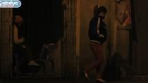 Video: Gái mại dâm đứng đường, bắt khách trong giá rét