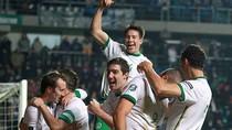 Robbie Keane tỏa sáng, Ireland đặt một chân tới EURO 2012