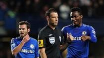 Trọng tài 'bênh' M.U, 'đè' Chelsea 3 tuần liền bị treo còi