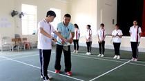 Dạy thể dục trên đảo Cô Tô, 15 năm không nghỉ của thầy Hùng