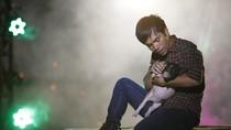 Quán quân Vietnam Idol Ya Suy 'bồng' heo để hát