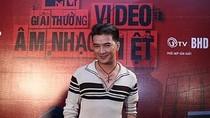 """Mr Đàm, Mỹ Tâm, Hà Hồ """"một phe"""" đấu Uyên Linh, Văn Mai Hương"""