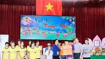 Phu nhân Chủ tịch nước Trần Đại Quang thăm trẻ em nhiễm HIV/AIDS dịp Trung thu