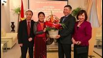 Những người giữ lửa văn hóa Việt ở trời Tây