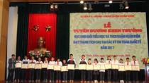 Quận Hoàn Kiếm khen thưởng 55 học sinh đạt thành tích cao tại các kỳ thi toán
