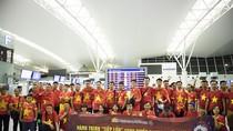 Biển người rợp cờ đỏ sao vàng sang Indonesia cổ vũ Đội tuyển Olympic Việt Nam