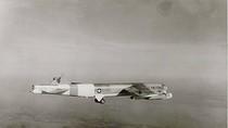 Video: Oanh tạc cơ B-52 cụt đuôi vẫn bay và hạ cánh an toàn