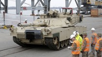 VIDEO: Mỹ đưa 120 xe bọc thép đến Latvia phản ứng lại Nga