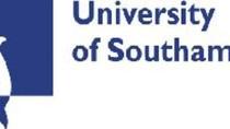 Học Thạc sỹ Quản trị Truyền thông Toàn cầu ở Đại học Southampton.