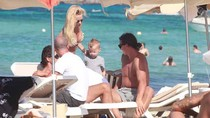Ibrahimovic ung dung đưa vợ con đi biển trước ngày rời Milan